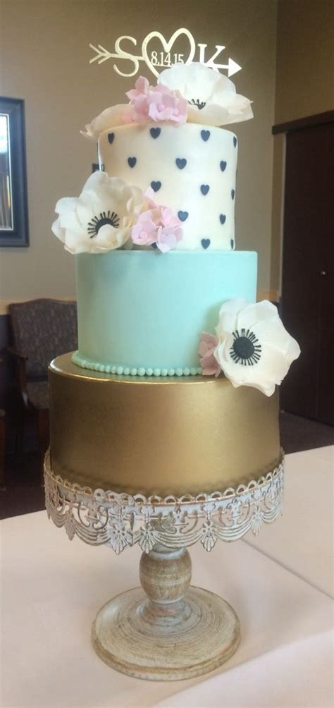 Wixey bakery is one of last remaining neighborhood bakeries in toledo, ohio that offers a wide variety of pastries, cookies, brownies, freshly baked breads and donuts. Wedding Cake By Ola White Gum Paste Anemones, Pink ...