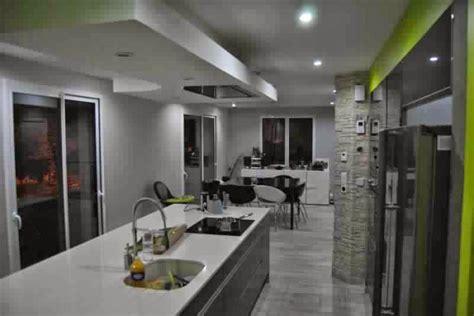 plan de travail central cuisine hotte ilot plafond haut hotte aspirante de cuisine