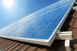 Auf Dem Dach : sonnenkollektoren auf dem dach stockbild bild von tageslicht modern 48544659 ~ Frokenaadalensverden.com Haus und Dekorationen
