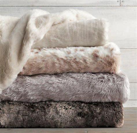 25 best ideas about plaid fausse fourrure on d 233 cor de nappes d automne oreiller de
