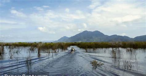 Ibu kotanya berada di desa cipangeran yang berjarak sekitar 17 km ke arah barat daya dari ibu kota kabupaten. Danau Sentarum Danau Musiman Terbesar di Kalimantan Barat - duaistanto Journey