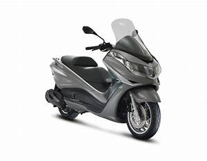 Piaggio X10 350 : 2013 piaggio x10 350 review top speed ~ Medecine-chirurgie-esthetiques.com Avis de Voitures
