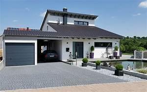 Moderne Innenarchitektur Einfamilienhaus : einfamilienhaus mit fertigteilgarage und ger teschuppen in ~ Lizthompson.info Haus und Dekorationen