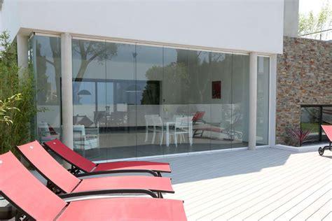 fermeture en verre sans profils verticaux terrasse veranda