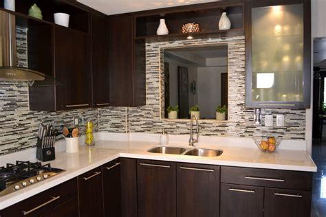 kitchen with backsplash fotos de cocinas de estilo moderno cocina thermofoil