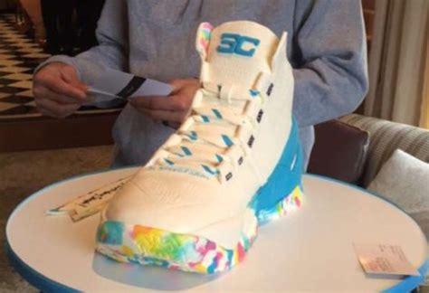 库里收到一个 Curry 2 生日球鞋蛋糕 球鞋资讯 FLIGHTCLUB中文站|SNEAKER球鞋资讯第一站