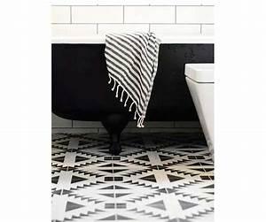 la deco salle de bain en carreaux de ciment c39est chouette With carreaux de ciment noir et blanc