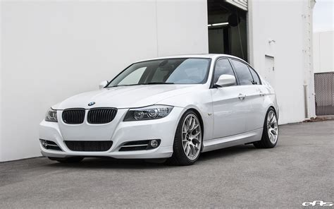 Bmw E90 Wheels by Alpine White Bmw E90 335i Gets A Set Of Aftermarket Wheels