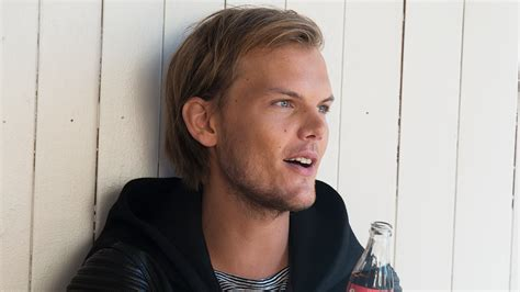 """Avicii Shares Extended Version Of Upcoming Single """"lonely"""