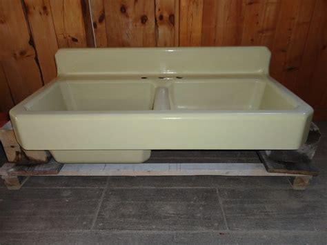 cast iron farmhouse kitchen sinks pale yellow antique cast iron farm farmhouse vintage apron 8063