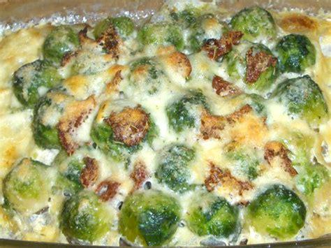 cucinare broccoletti di bruxelles cavoletti di bruxelles gratinati pomodoro rosso ricette