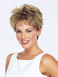 16 Adorable Short Hairstyles For Curly Hair Featuring