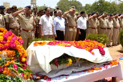 Policemen pay last respect to SP Mukul Dwivedi