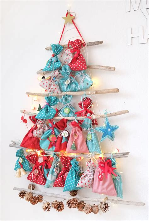 lybstes adventskalender  mas treibholz tannenbaum  rot und tuerkis adventskalender