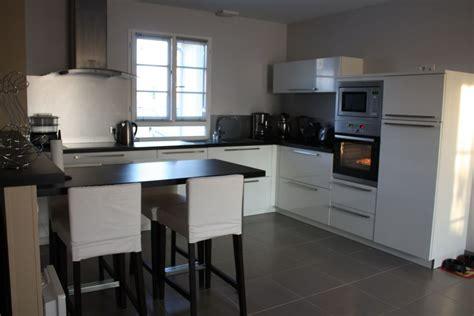 cuisine mur meuble blanc couleur mur cuisine avec meuble blanc 13 messages