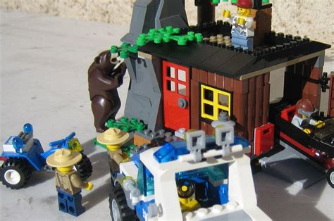 lego city  robbers hideout  brick city