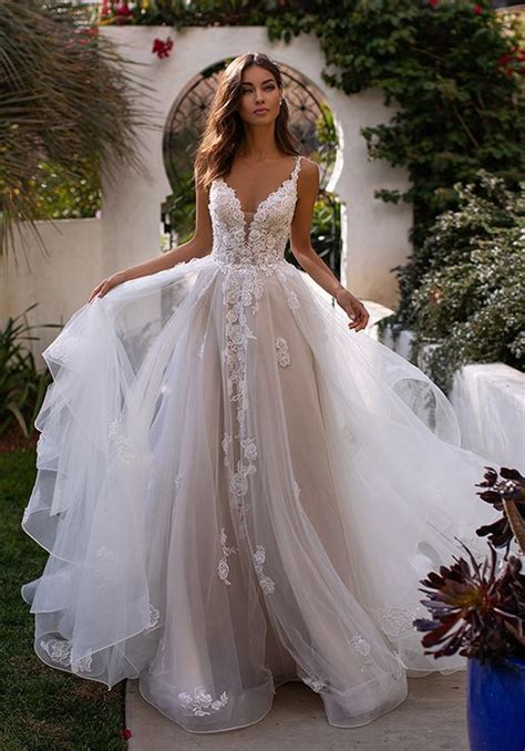 deep sweetheart tulle wedding gown with lace bodice h1394