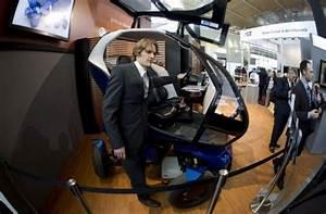 'Shrinkable car' makes parking a breeze at high-tech fair
