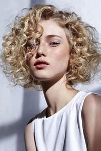 Coupe Courte Cheveux Bouclés : cheveux courts permanent s ~ Melissatoandfro.com Idées de Décoration