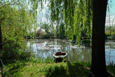 Le Jardin De Claude Monet Au Printemps