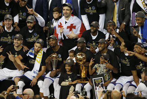 golden state warriors  heavy favorites  win