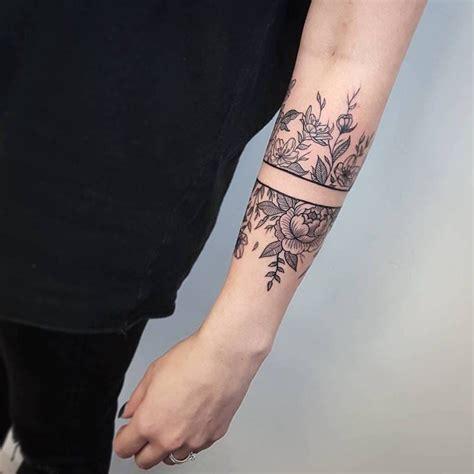 extremement tatouage homme avant bras bracelet ck