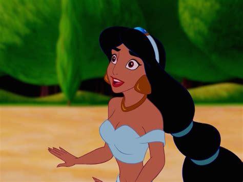 woman    irl princess jasmine  internet  understandably freaking