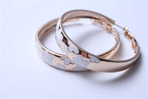 Ювелирные украшения из золота и серебра.