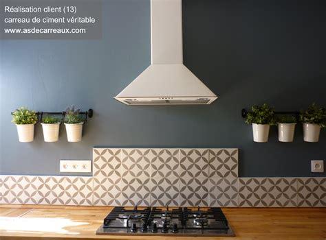 carreau ciment credence cuisine carreaux de ciment forme géométrique grise 20x20 cm gris