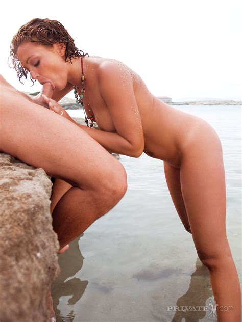 Horny Chick Terri Summers Gets Ass Fucked During Low Tide
