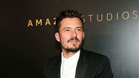 Orlando Bloom shares photo with his new foster dog, Buddy ...