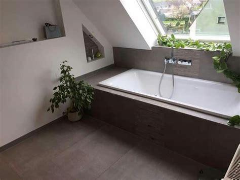 Badezimmer Fliesen Dachschräge by Badewanne Unter Dachschr 228 Ge Tolle Fliesen Dazu Wohnung