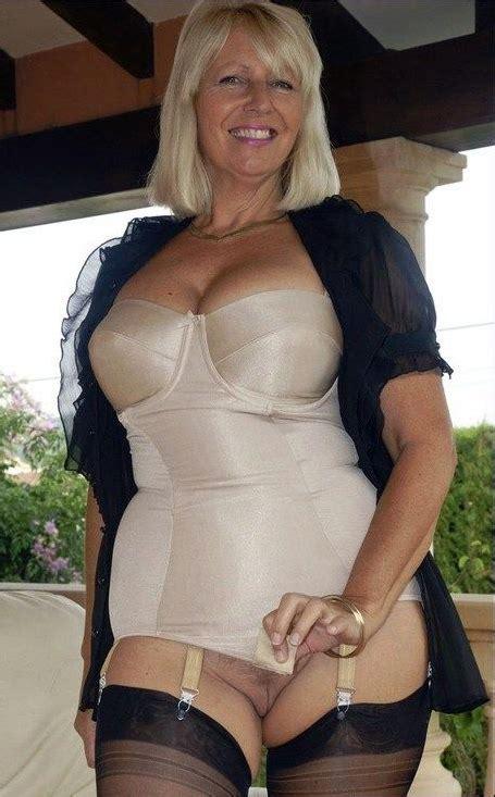 Curvy Mature Lingerie Sex Pictures