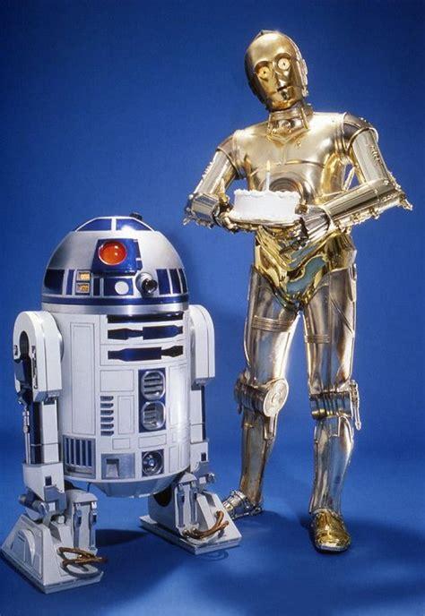 Aujourd'hui, 25 mai 2007 nous fêtons donc officiellement les 30 ans de star wars. Retour sur 40 ans de posters d'anniversaire Star Wars ...