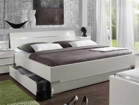 schlafzimmer doppelbett modernes schubkasten doppelbett in weiss salford i betten de