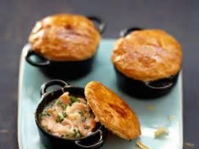 dessert en mini cocotte mini cocottes au saumon facile recette sur cuisine actuelle