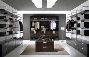 Good Size For Walk In Closet by Walk In Closet Design For Small And Larger Areas