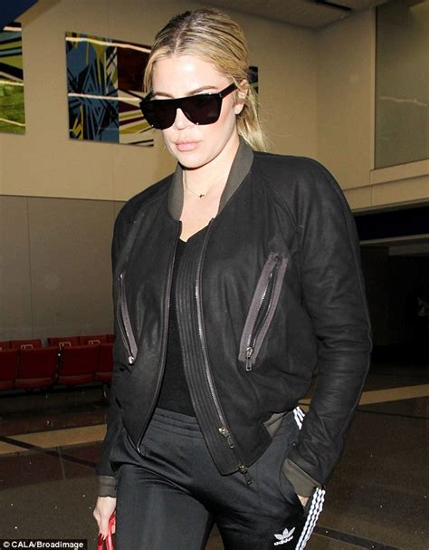 Khloe Kardashian jets into LA after celebrating ...