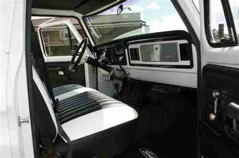 find   ford  white excellent condition