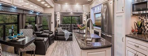 Front Living Room 5th Wheel For Sale