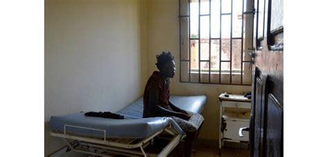 chambre hopital psychiatrique au gabon les malades mentaux traités quot comme des animaux