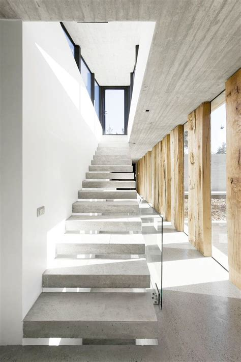 Treppenstufen Beton Innen by Concrete Cantilevered Stairs Just The Design Via