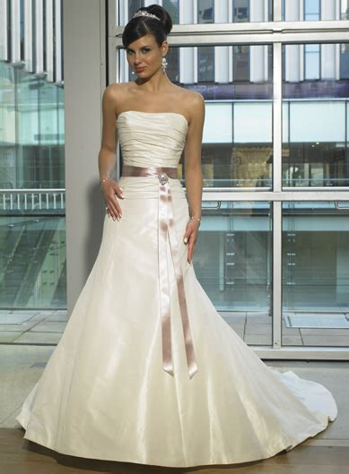 simple  elegant wedding dress suggestions