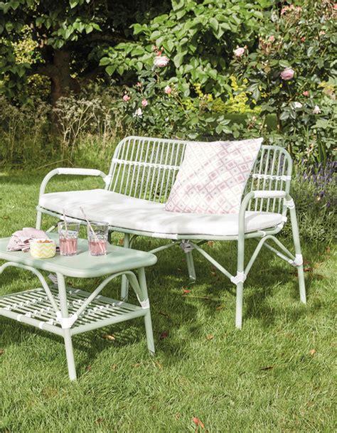 salon de jardin pas cher notre s 233 lection de meubles canons pour le jardin d 233 coration