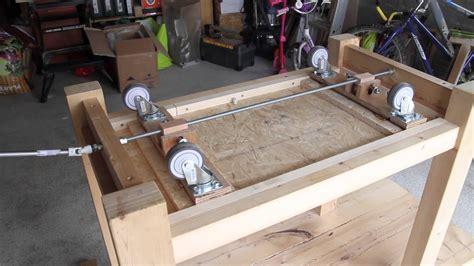 fabriquer chaise en bois établi à roulettes rétractables