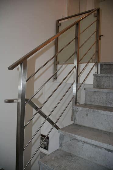 treppengeländer glas innen balkongel 228 nder treppengel 228 nder mit glas und holzhandlauf