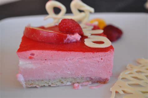 dessert a la framboise rapide entremet aux framboises sur biscuit aux amandes cuisine avec du chocolat ou thermomix