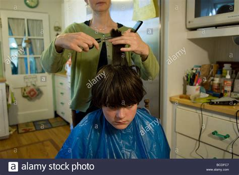 Hair Implants Lincoln Ne 68526 A Gets His Hair Cut At His Home In Lincoln Ne