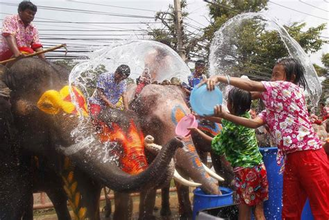Dragon Boat Festival 2018 Thailand by Festival De Agua De Songkran En Tailandia 2