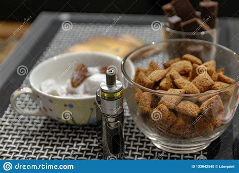 electronic cigarette  club table   living room